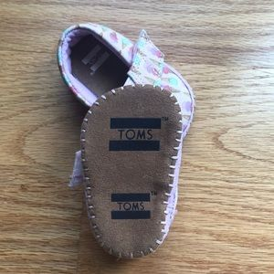 Toms Shoes - Baby girl ice cream cone Toms crib shoes